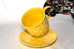 Nádoby - Žltý hrnček s bodkami - 11418666_