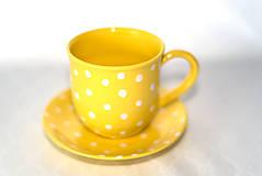 Nádoby - Žltý hrnček s bodkami - 11418668_