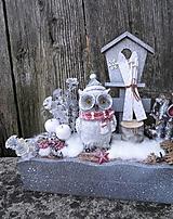 Dekorácie - Zimná dekorácia so sovičkou lyžiarkou - 11420444_