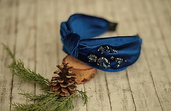 Ozdoby do vlasov - Luxusná vystužená  zamatová čelenka (Kráľovská modrá s ručne našívanými kriśtáľmi) - 11420994_