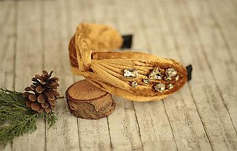 Ozdoby do vlasov - Luxusná vystužená  zamatová čelenka (Karamelová s ručne našívanými kriśtáľmi) - 11421035_