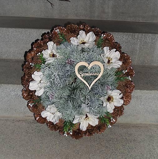 Veľký šiškový spomienkový veniec s kvetmi anemone