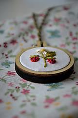 Náhrdelníky - Máme radi lesné plody - jahôdky - 11422844_