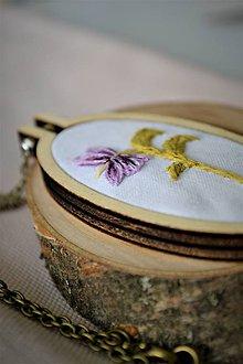 Náhrdelníky - Nežnosť kvetín - prívesok Violka - 11422785_