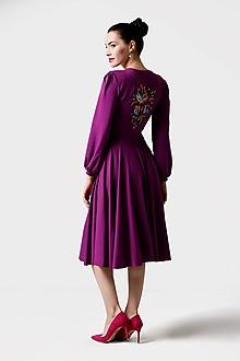 Šaty - Šaty fialové s riaseným rukávom a výšivkou - 11423856_
