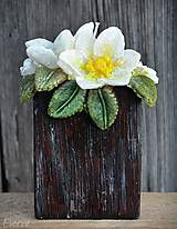 Svietidlá a sviečky - Kytica kvetov v črepníku - darčeková dekoratívna sviečka - 11424298_