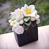 Svietidlá a sviečky - Kytica kvetov v črepníku - darčeková dekoratívna sviečka - 11424301_