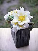 Svietidlá a sviečky - Kytica kvetov v črepníku - darčeková dekoratívna sviečka - 11424302_