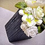Svietidlá a sviečky - Kytica kvetov v črepníku - darčeková dekoratívna sviečka - 11424303_