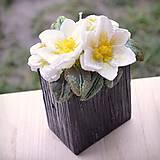 Svietidlá a sviečky - Kytica kvetov v črepníku - darčeková dekoratívna sviečka - 11424304_