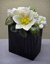 Svietidlá a sviečky - Kytica kvetov v črepníku - darčeková dekoratívna sviečka - 11424305_