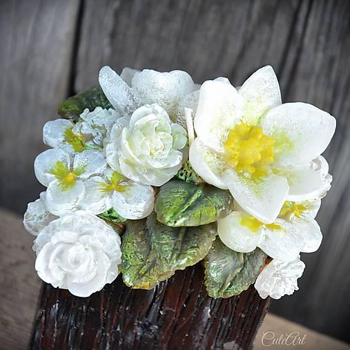 Kytica kvetov v črepníku - darčeková dekoratívna sviečka