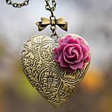 Náhrdelníky - Srdce s bordovou ružou - 11425459_