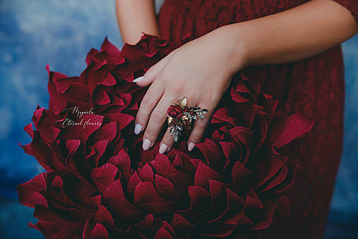 """Kvetinový prstienok """"o tajomstvách"""""""