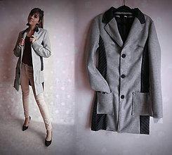 Kabáty - Prešívaný šedý kabát - 11426053_