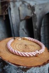 Náramky - Ružový náramok z točenej šnúry - 11428485_