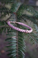 Náramky - Ružový náramok z točenej šnúry - 11428495_