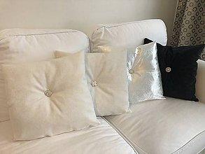 Úžitkový textil - Luxusné vankúše s brošňou - 11430511_