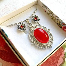 Sady šperkov - Garnet Flower Stud Earrings and Jade Necklace / Sada náušníc a náhrdelníka - 11432559_