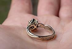 Prstene - Snubáčik - elegán so surovým kameňom - 11433355_