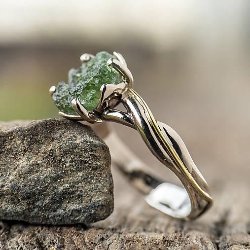 Prstene - Snubáčik - elegán so surovým kameňom - 11433352_