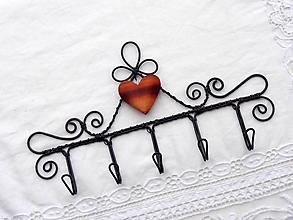 Nábytok - srdce slivkové...vešiak - 11432733_