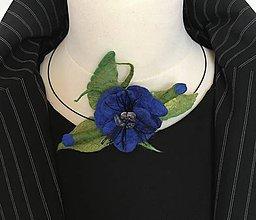 Náhrdelníky - Náhrdelník plstený vlčí mak modrý - 11432863_