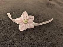 Ružový náramok pre svadobnú družičku
