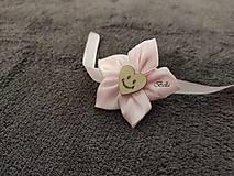 Ružový náramok pre družičku so srdiečkom