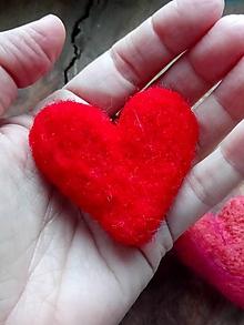 Odznaky/Brošne - Brošňa plstené srdce stredné - 11437353_
