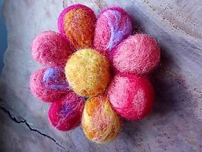 Odznaky/Brošne - Plstená brošňa kvet - 11437476_