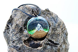 Náhrdelníky - Les pod štítom- Drevený živicový náhrdelník - 11436651_