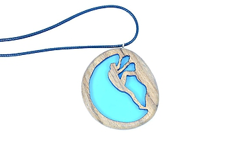 Náhrdelníky - Drevený náhrdelník - Horolezec - 11439469_