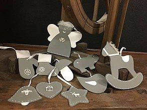 Dekorácie - Sada vianočných ozdôb - šedá s bielou - 11442038_