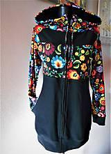 Mikiny - FLORAL FOLK - mikina čierna, predĺžená, s folk vzorom s upraveným strihom kapucňa + zapínanie na zips - 11444267_