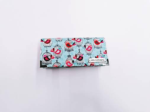 Peňaženka vtáčiky v klietke na mentolovom