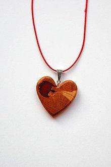 Náhrdelníky - Náhrdelník z dreva - Slivkové srdiečko - 11447252_