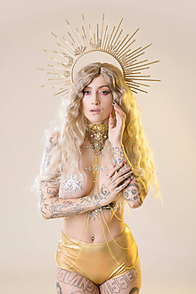 Náhrdelníky - Čipkovaný zlatý Choker náhrdelník s retiazkou - 11446107_