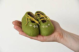 Topánočky - vlnené plstené capačky 9cm - zelené s bielymi kvietkami - 11448621_