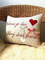 """Úžitkový textil - Sviatočný výpredaj - vankúšik """"Rodina je dar, ktorý trvá večne..."""" - 11452881_"""