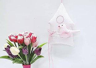 Dekorácie - Jarný pastelový domček bielo-ružový - 11453914_