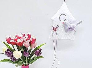 Dekorácie - Jarný pastelový domček bielo-fialový - 11453938_