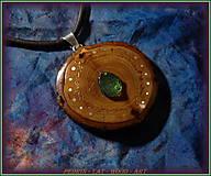 Náhrdelníky - 574. Dřevěný náhrdelník RAKYTNÍK - VLTAVÍN - 11451140_