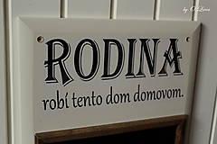 Tabuľky - Kriedová tabuľa s vešiakmi - RODINA - 11455729_