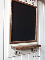 Tabuľky - Kriedová tabuľa s vešiakmi - DOMOV - 11455827_
