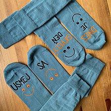 """Obuv - Motivačné maľované ponožky s nápisom """"Dnes je skvelý deň"""" (Sada 2 párov ponožiek s nápismi """"Dnes je skvelý deň"""" a """"Usmej sa"""") - 11457105_"""