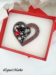 Brošne - Od srdca... brošňa (Šedá+ červená+ čierna) - 11458039_