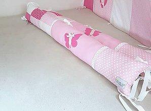 Textil - Podlhovastý vankúš na veľkú posteľ so šnurkami 18x120cm s motylikom - 11465649_