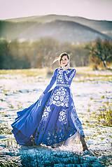 Šaty - Modré vyšívané šaty Poľana - 11465809_