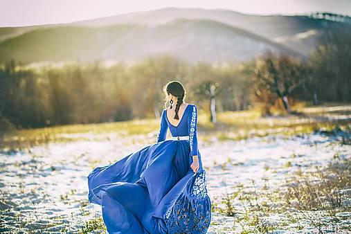 Modré vyšívané šaty Poľana